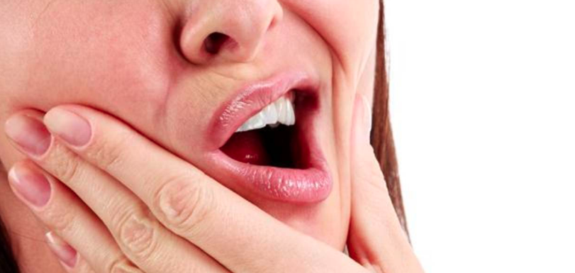 6 malos hábitos que pueden dañar tus dientes
